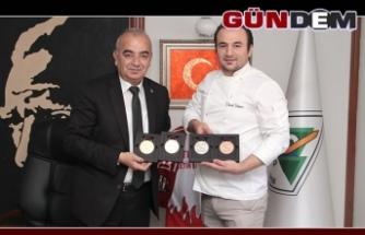 ÖDÜLLÜ ŞEF DİKMEN'DEN BAŞKAN BOZKURT'A ZİYARET