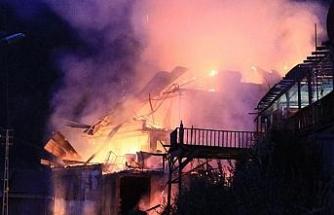 Safranbolu'da 2 katlı kafe çıkan yangında kül oldu