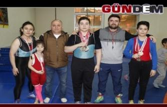 Aile boyu güreşçiler