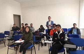 Bartın Üniversitesi'nin uluslararası öğrencilerine 'Akademik Türkçe' dersi veriliyor