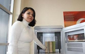 Bu makina hem kitapları hem okuyucuları bakterilerden koruyor