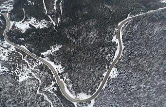 Kar yağışının ardından karayolunda çökme meydana geldi
