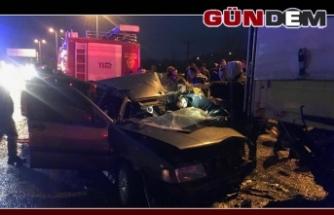 Otomobil kırmızı ışıkta duran tıra çarptı: 1 ağır yaralı