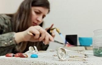 Ev hanımları gümüşe hayat veriyor