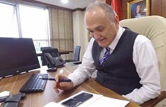 Başkan Özlü, 65 yaş ve üstü vatandaşları telefonla aradı