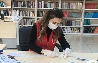 Gençlik Merkezinden sağlık çalışanları için siperli maske