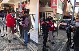 Kızılay vatandaşlara ücretsiz maske dağıtıma başladı
