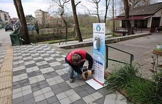 Sokaklara el dezenfeksiyon stantları yerleştiriliyor