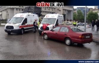 Ambulans ile otomobil çarpıştı: 1 yaralı