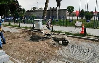 Bozulan yollara küp taş tamiri yapılıyor