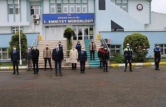 Düzce Valisi görevde olan personelin bayramını kutladı