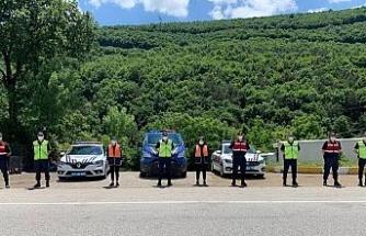 Jandarma bayram tedbirlerini sıkı tutuyor
