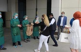 Pandemi doktorlarına ev yemekleri sürprizi