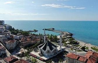 Türkiye'de tek olan Akçakoca Merkez Cami Cuma namazına hazırlandı