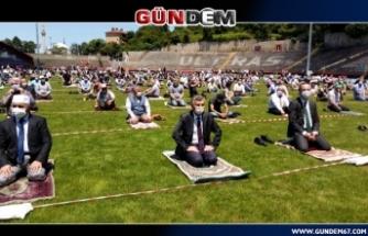 Zonguldak, Cuma namazı için stadyuma akın etti