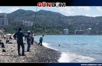 ZONGULDAK'TA SOSYAL MESAFELİ BALIK AVI...