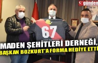 MADEN ŞEHİTLERİ DERNEĞİ, BAŞKAN BOZKURT'A FORMA HEDİYE ETTİ
