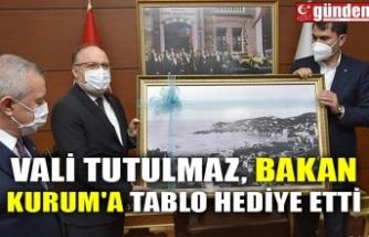 VALİ TUTULMAZ, BAKAN KURUM'A TABLO HEDİYE ETTİ