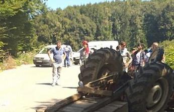 Düzce'de traktör devrildi: 2 yaralı