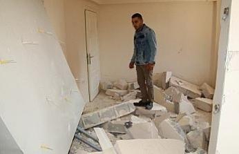 Çelik kapı ve duvarlar yıkıldı