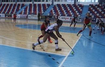 Kadınlar Hokey Süper Lig müsabakaları Zonguldak'ta oynanıyor