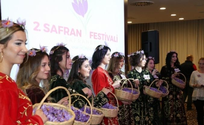 16 güzel 'Safran Güzeli' olmak için jüri önünde ter döktü