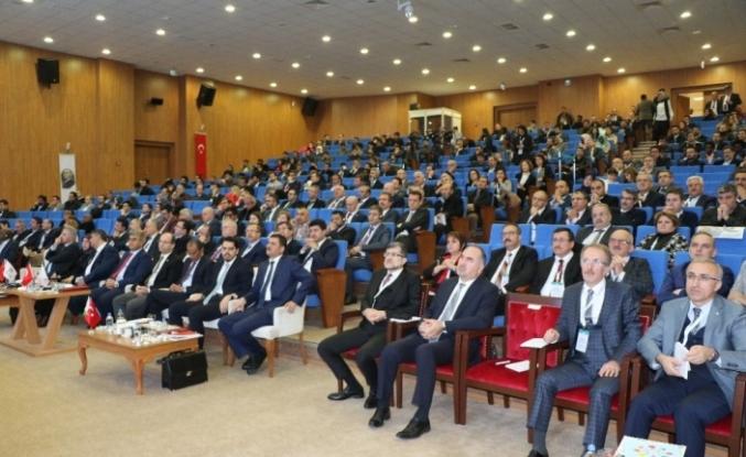 """KBÜ """"Yükseköğretimde Uluslararasılaşma ve Mülteci Öğrenciler Forumu""""na ev sahipliği yaptı"""