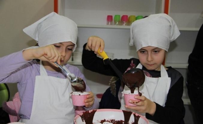 Minik çocuklar mutfağı çok sevdi