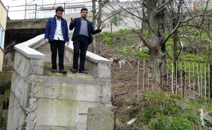 (Özel) CHP'li belediyenin yaptığı merdiven Karadeniz fıkralarını aratmıyor