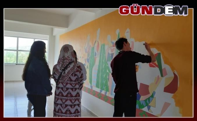 Lisenin koridoru sanat sokağı oldu!..