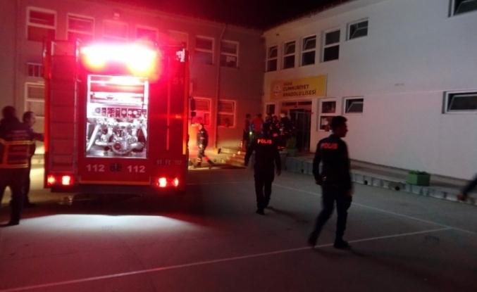 Okulda çıkan yangın paniğe neden oldu
