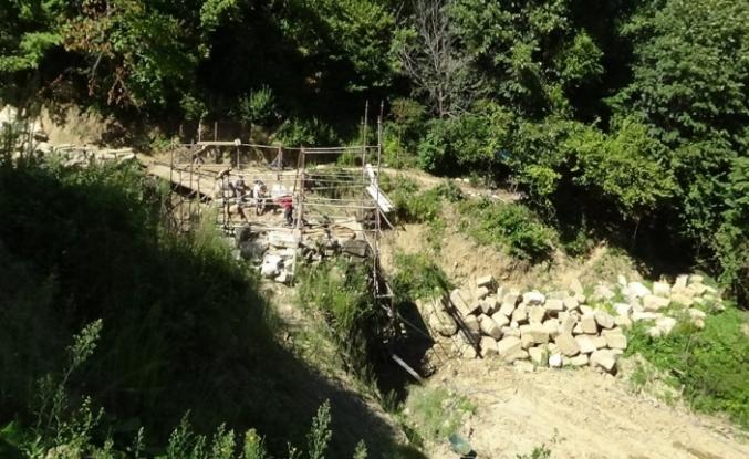 Tarihi köprüde onarım çalışmaları başladı