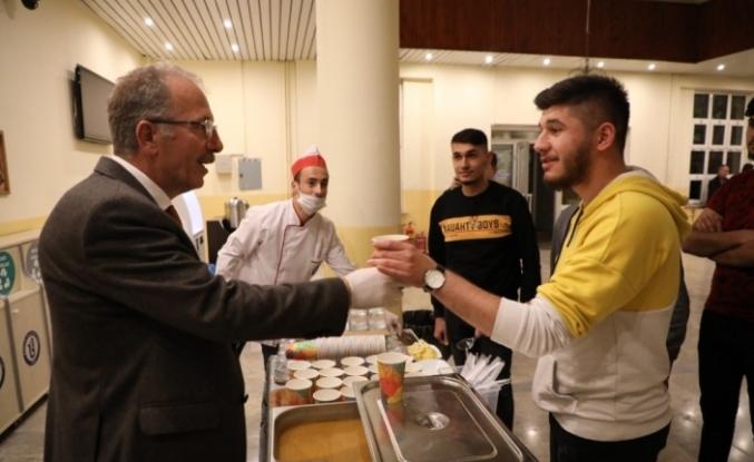 Bartın Üniversitesi Kütüphanesinde öğrencilere çorba ikramı
