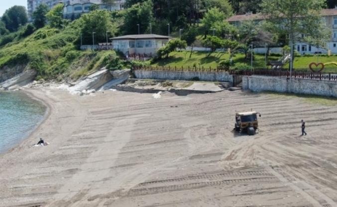 Karadeniz sahilleri kum temizleme aracı ile temizleniyor
