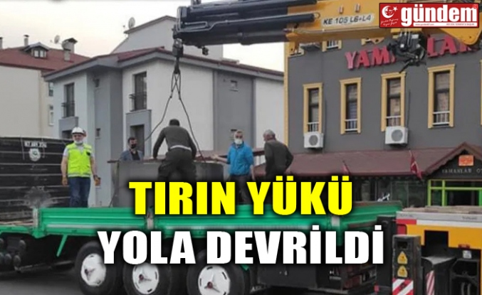 TIRIN YÜKÜ YOLA DEVRİLDİ
