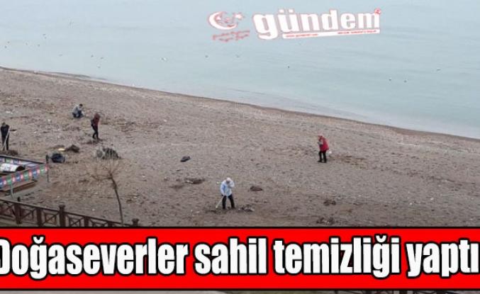 Doğaseverler sahil temizliği yaptı