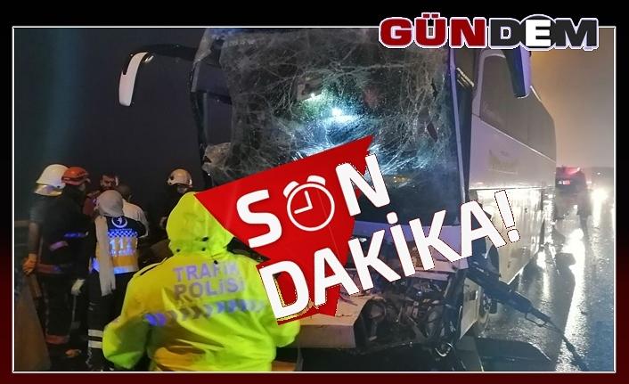 Yolcu otobüsü kamyonla çarpıştı; Çok sayıda yaralı var