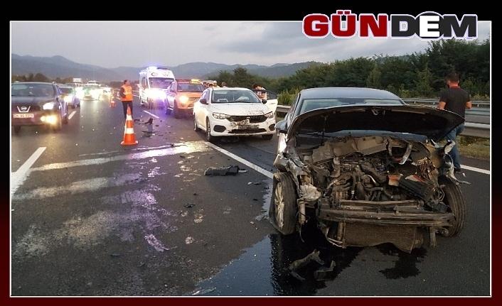 4 aracın karıştığı kazada, 2 yaralı