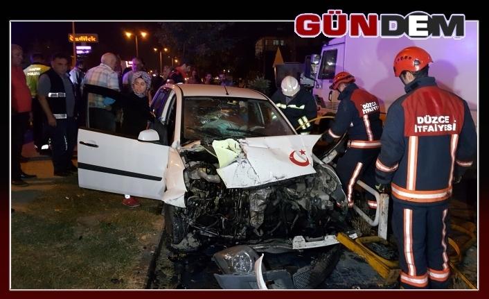 İki otomobilin çarpıştığı kazada sürücü araçta sıkıştı!..