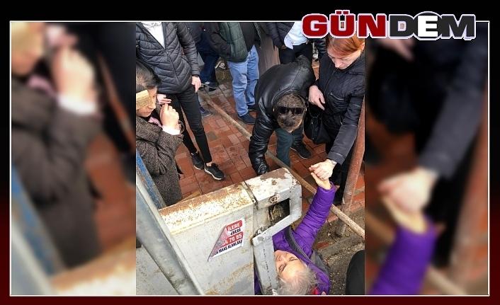 Kopan demir parçası yaşlı kadının üzerine düştü!..