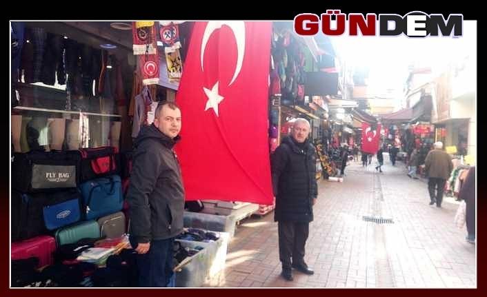 Zonguldaklı esnaf iş yerlerini bayraklarla donattı