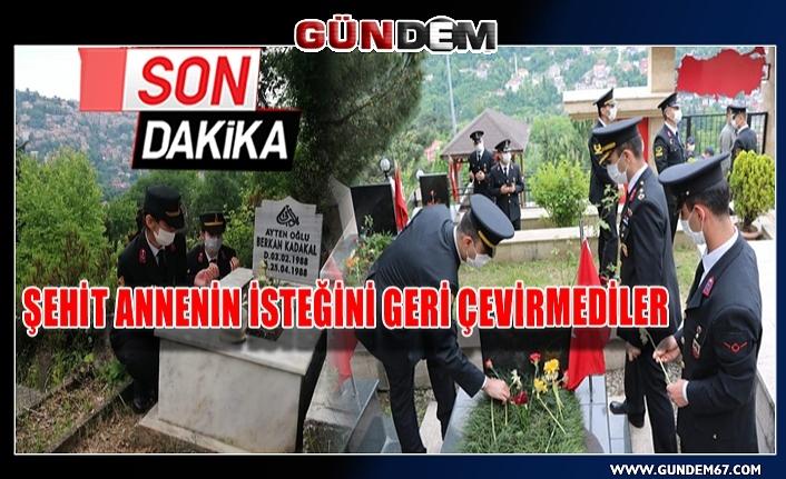 Jandarma şehitlere dua edip çiçek bıraktı...